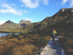 hiking cradle mountain australia
